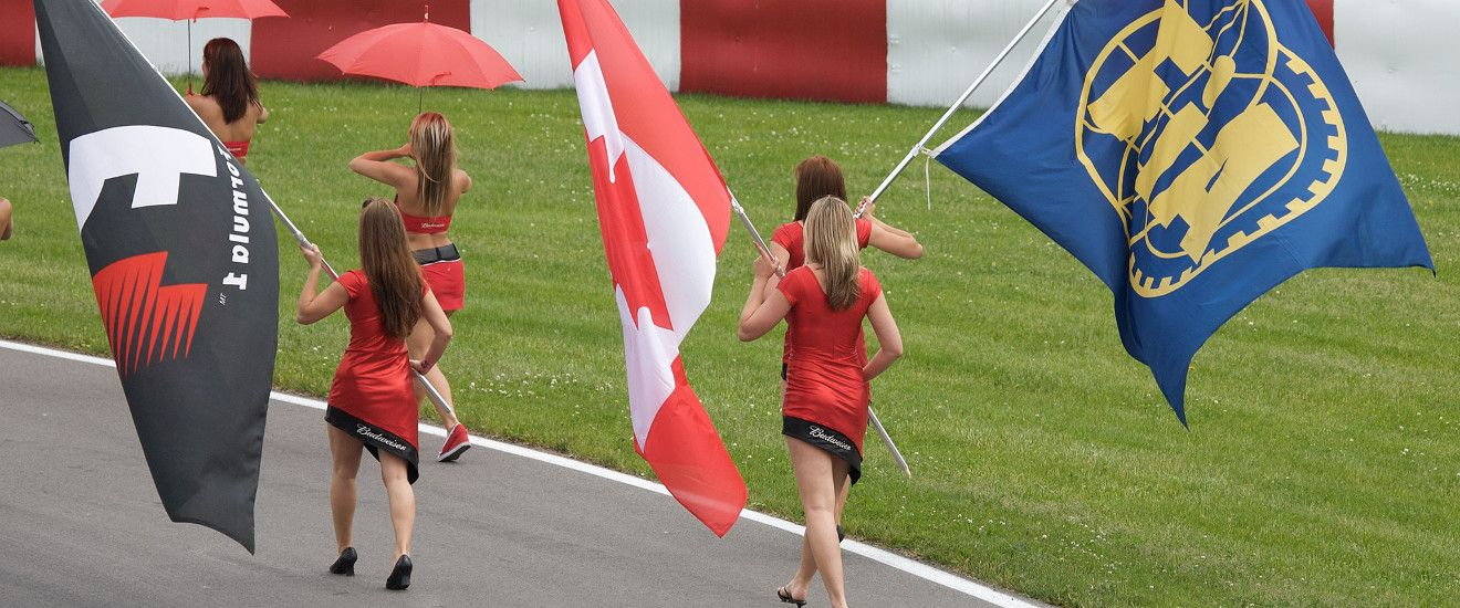 Grid girls (photo by Mark McArdle)