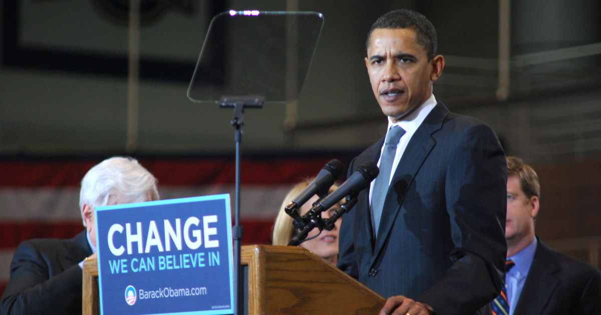 Barack Obama campaigning for change (original photo by Will White - https://commons.wikimedia.org/wiki/File:Obama_at_American_University.jpg)
