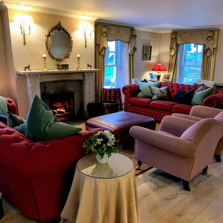 A lounge in Kinloch Lodge