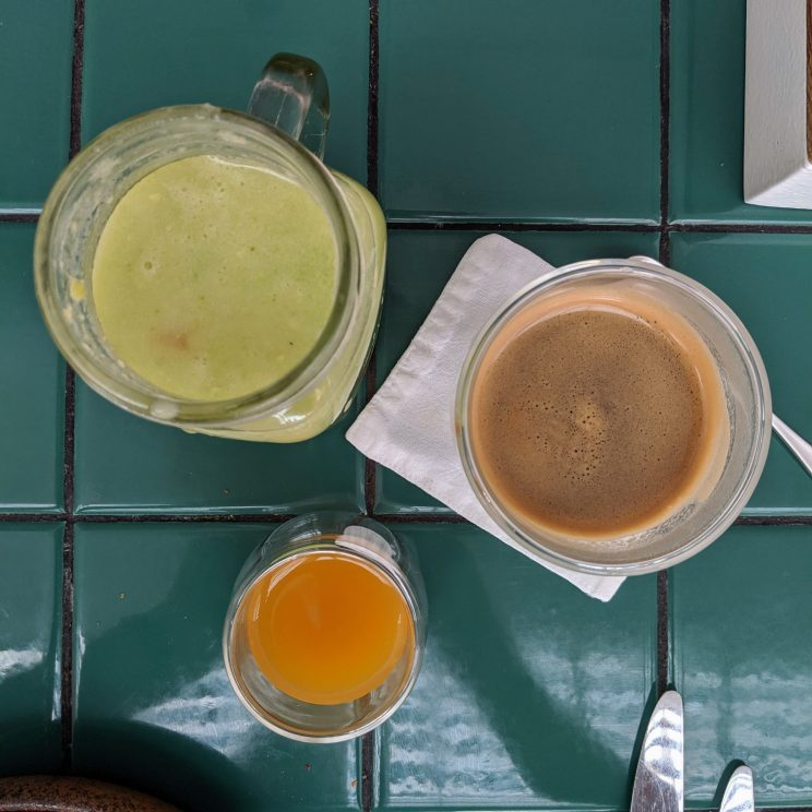 Smoothie, coffee and kombucha
