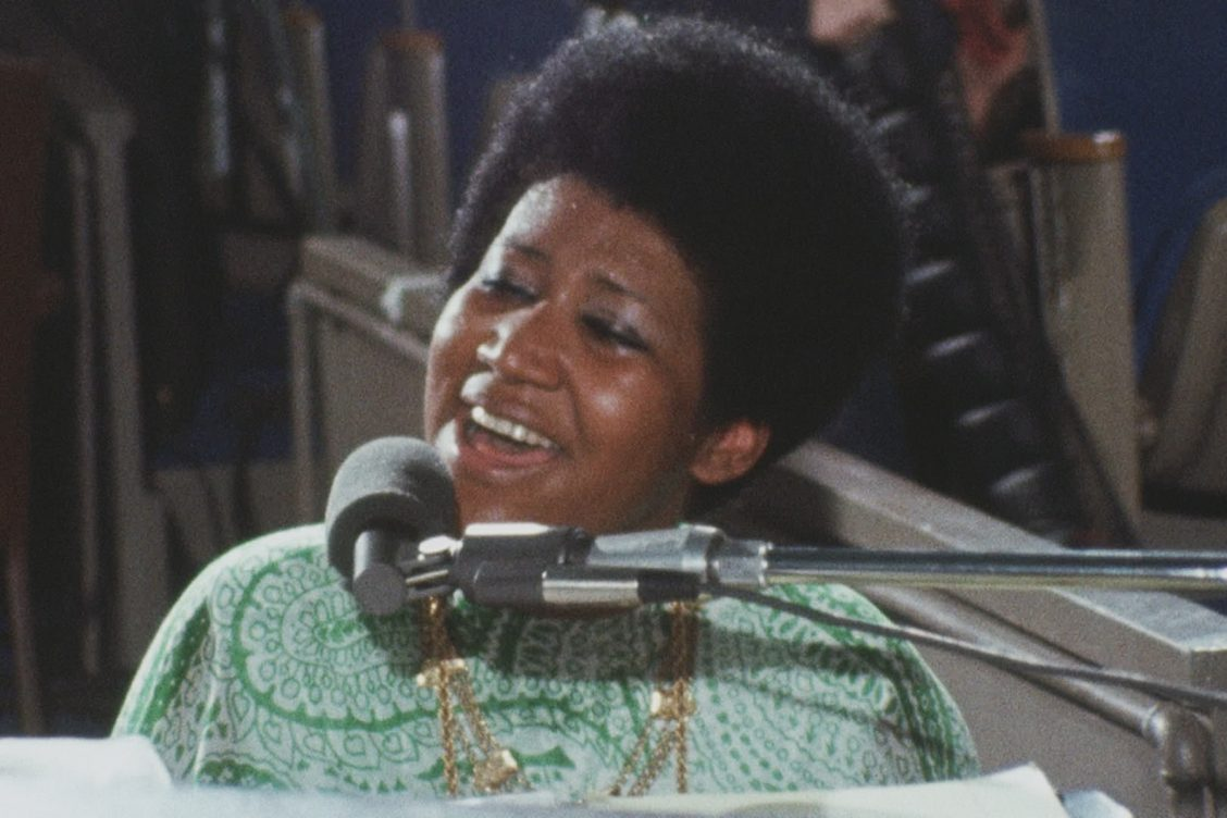 Still of Aretha Franklin singing from Amazing Grace